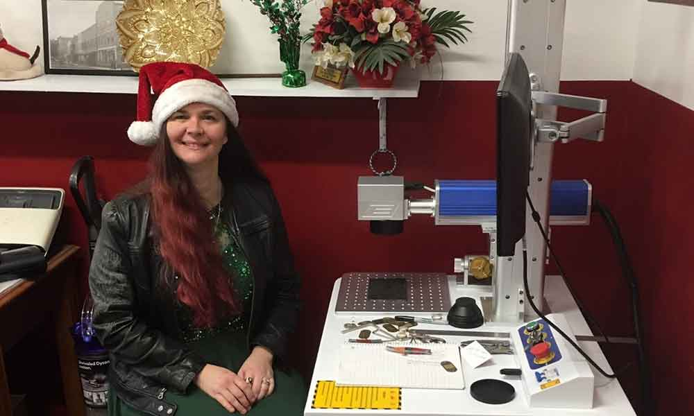 Australia Lady has MORN Laser machine to celebrate his Christmas Day ​